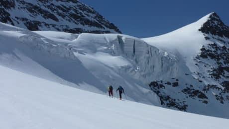 Ski touring on Mount Elbrus (5.642m)