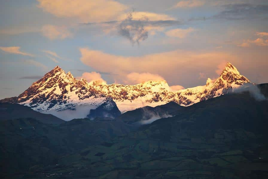 top-5-volcanoes-to-climb-in-ecuador-el-altar