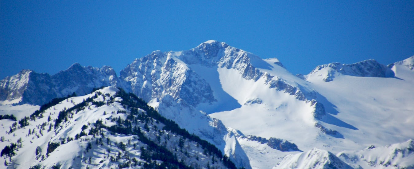 Heliski and ski touring Pyrenees crossing