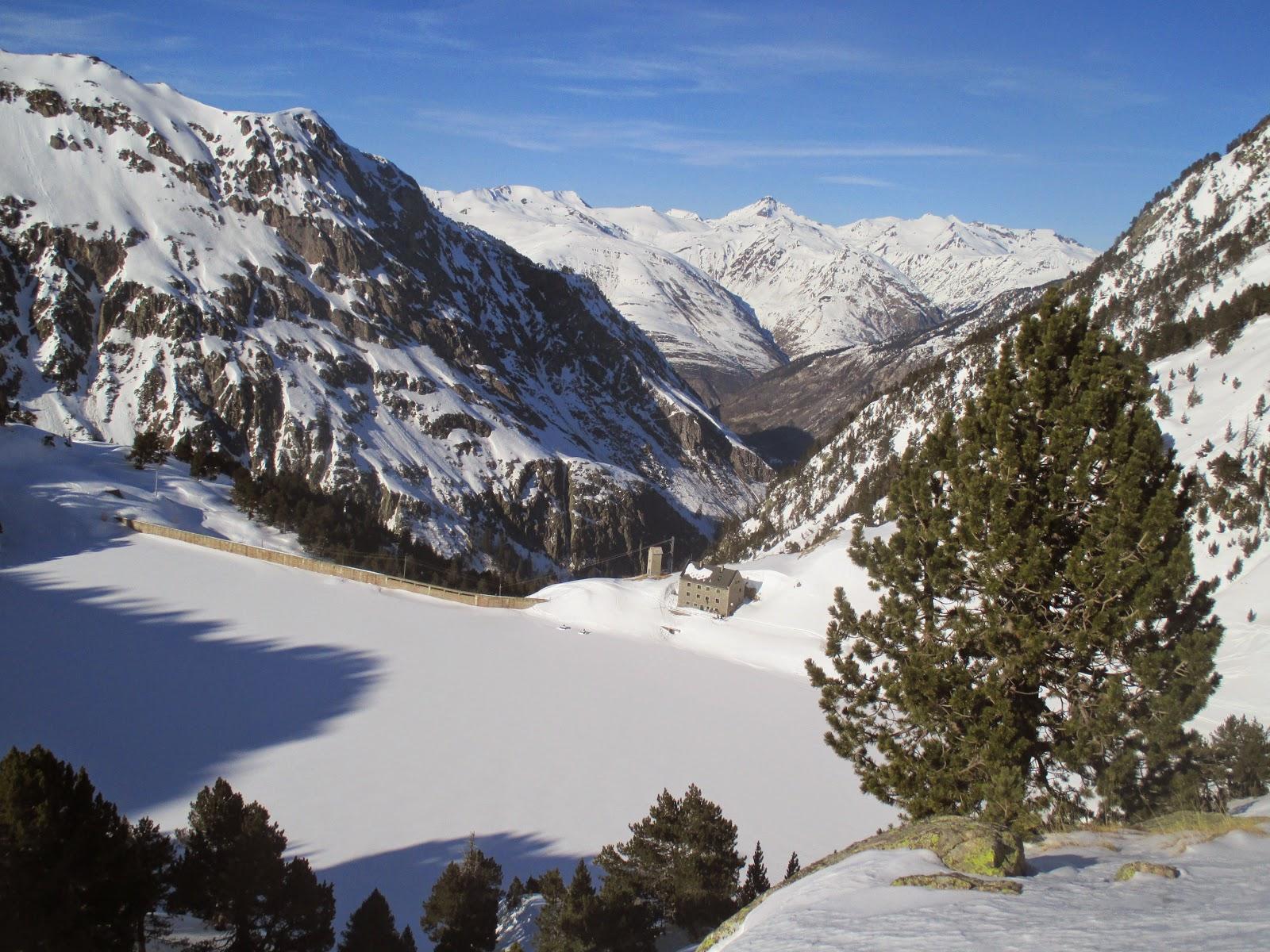 Aiguestortes and San Mauricio National Park 4-day ski tour