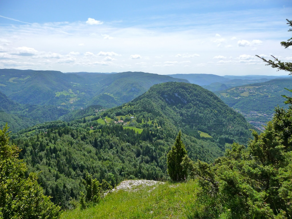 Hiking in the Haut Jura: from high valleys to high mountains