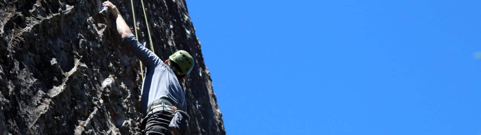 Rock climbing courses for all levels in Patagonia and Cordoba