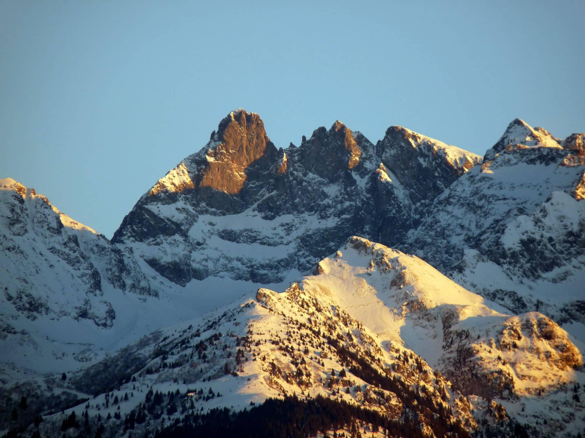 Half-day ski touring trip in Belledonne, France