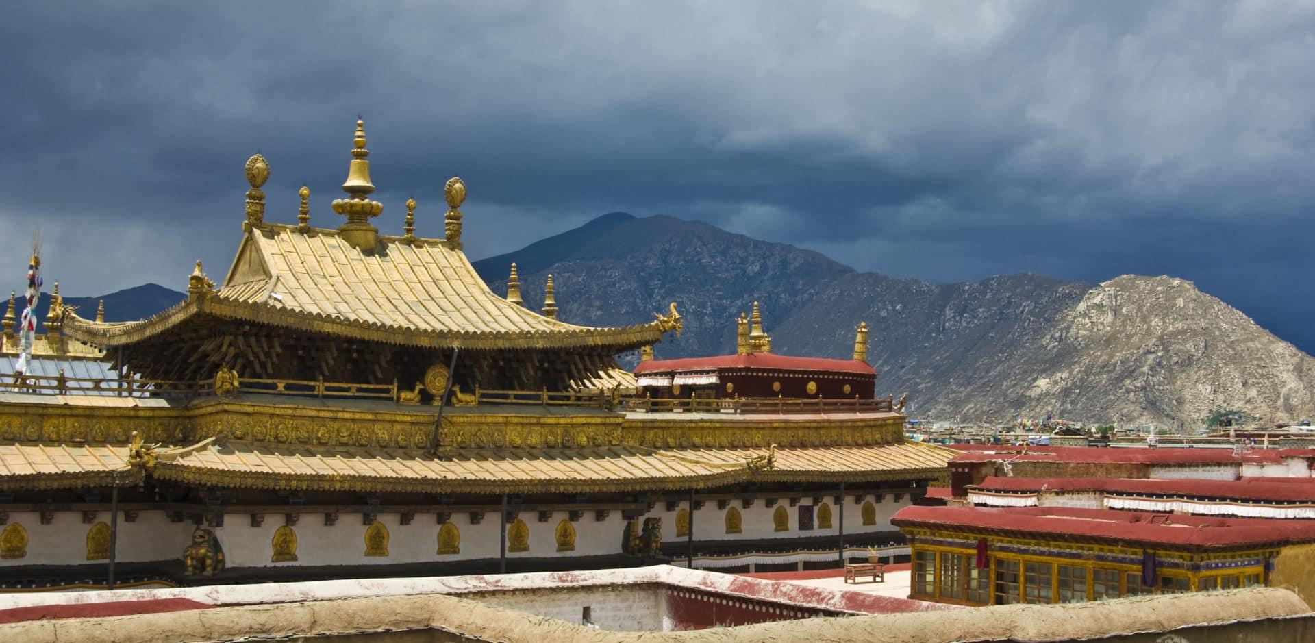 Guided trekking tours across Tibet
