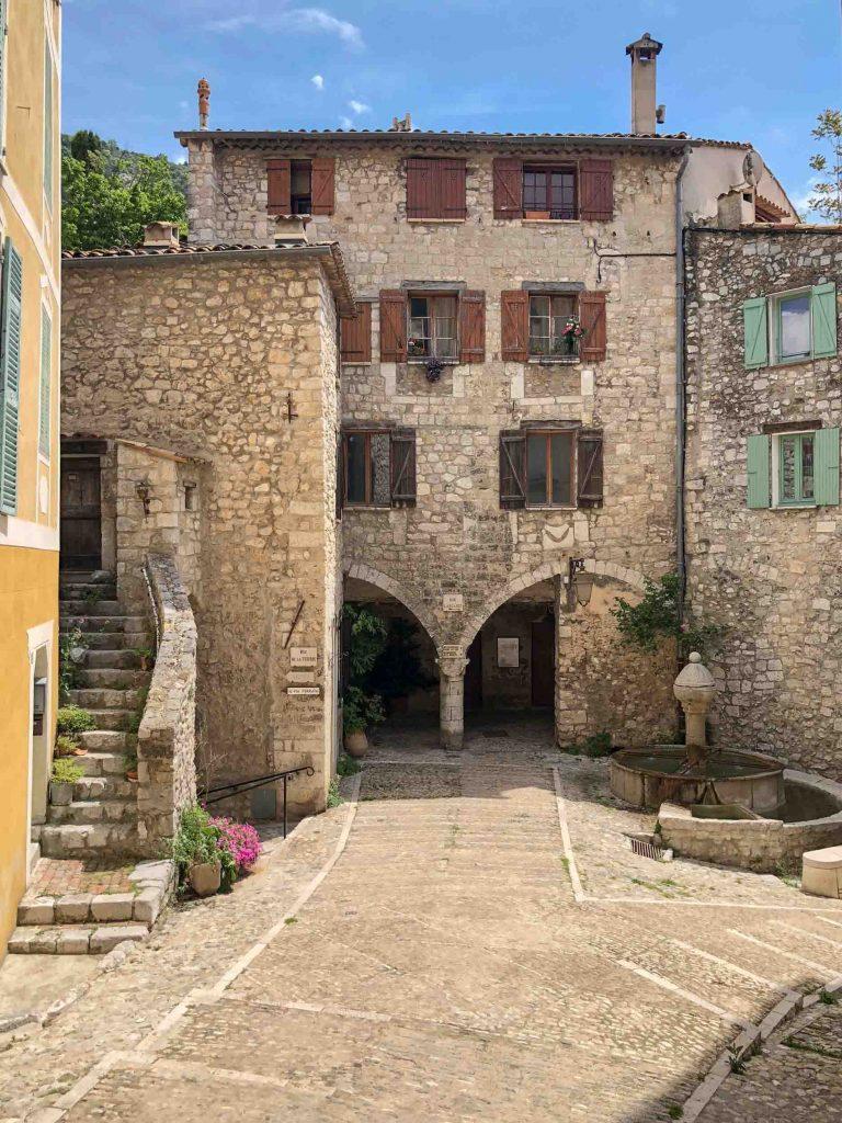 Pelle, France